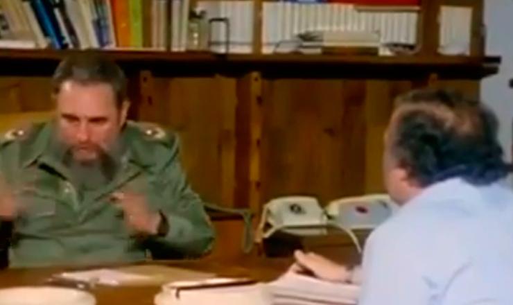 """O líder cubano Fidel Castro analisa a estratégia de Kennedy na criação da Aliança para o Progresso. Trecho do documentário """"Memórias Cubanas: um Dia com Fidel """" (2011), de Gianni Minà"""