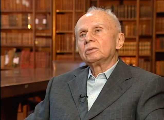 """O historiador Jacob Gorender  relata sua experiência como pracinha da Força Expedicionária Brasileira.Trecho de """"Jacob Gorender: a Esquerda Revelada"""" (2009), de Roberto Seabra"""