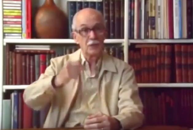 """O escritor e pensador Antonio Candido fala sobre a Revolução de 1930. Trecho do documentário """"1930: Tempo de Revolução"""" (1990), de Eduardo Escorel"""