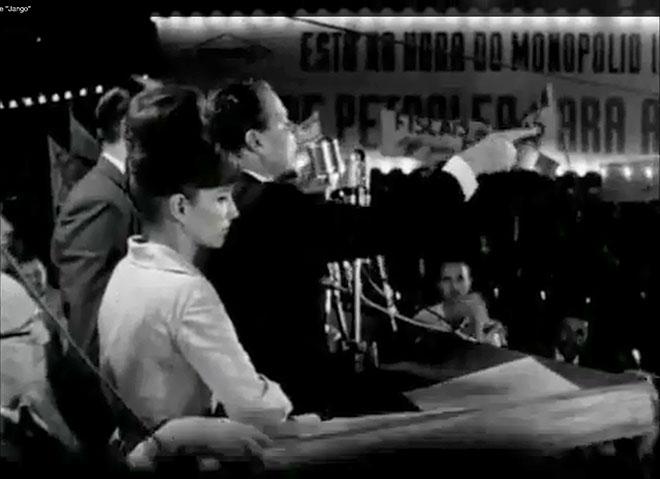 Com narração de José Wilker,  este trecho do filme mostra a mobilização dos trabalhadores para o Comício das Reformas e o discurso de Jango.