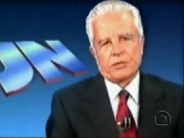 Cid Moreira, apresentador do Jornal Nacional, lê o texto do direito de resposta de Leonel Brizola
