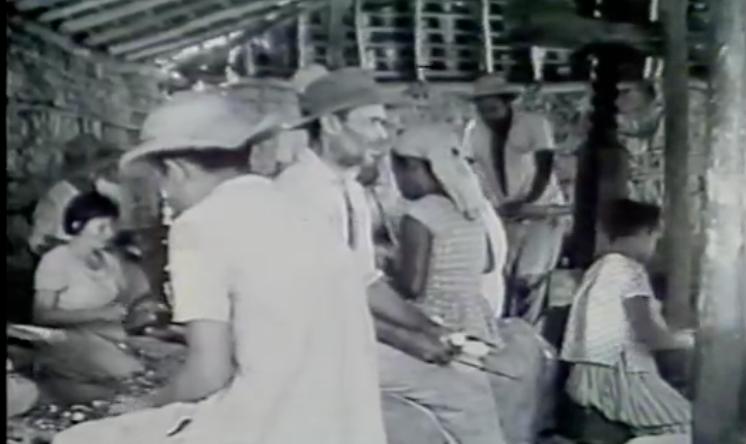 """""""Cabra Marcado para Morrer"""" teve sua filmagem interrompida em 1964, devido ao cerco do Exército à locação, prisão da equipe e camponeses participantes; a gravação só seria retomada em 1981"""