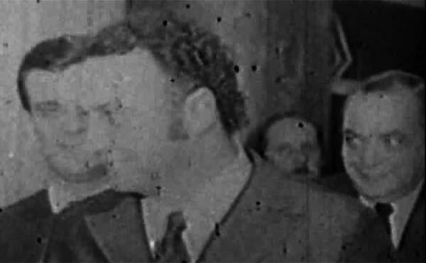 """Em cerimônia fechada, Fleury recebe condecoração da Marinha, em dezembro de 1970. Trecho do documentário """"Você Também Pode Dar um Presunto Legal"""" (1971/2006), de Sérgio Muniz"""