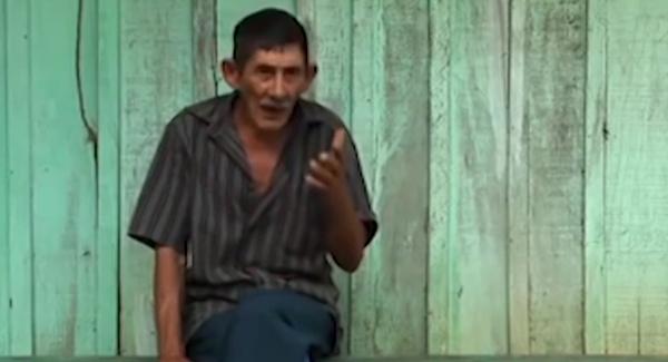 Depoimento do camponês Joaquim, que relata a construção de escolas com a ajuda dos guerrilheiros; mulheres guerrilheiras atuaram como professoras das crianças