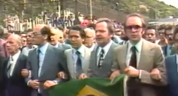 Trecho do filme relembra os ataques a bomba cometidos pela direita, como a explosão da OAB e o atentado frustrado no Riocentro