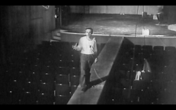 """O diretor José Celso Martinez Corrêa fala sobre o textode Oswald Andrade, """"O Rei da Vela"""", encenado pelo grupo do Teatro Oficina"""