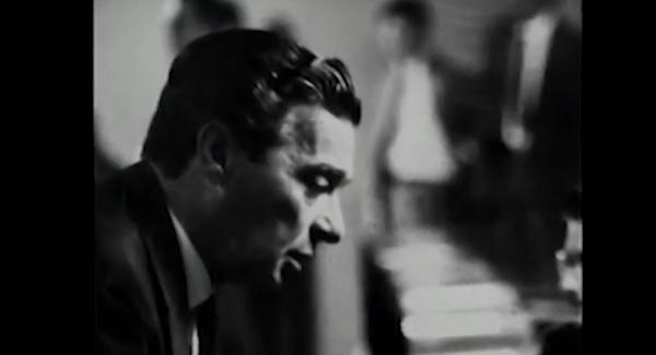 Filme mostra discurso de Auro Moura Andrade, declarando vaga a Presidência da República, embora Goulart não tivesse renunciado ao cargo nem deixado o país