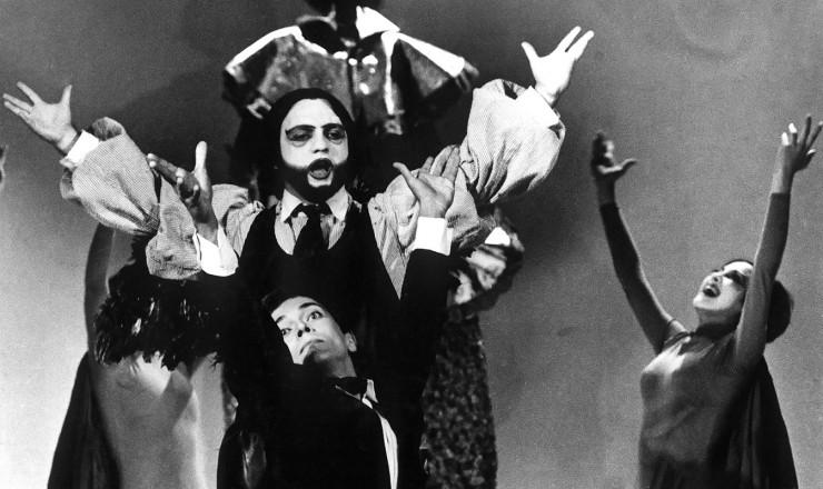 <strong> Cena de &quot;Roda Viva&quot;,</strong> com os atores Heleno Prestes (&agrave; frente) e Antonio Pedro  &nbsp;