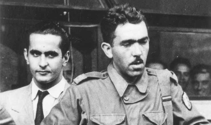 <strong> Correspondente de guerra</strong> , o cronista e jornalista Rubem Braga (&agrave; direita) volta da It&aacute;lia&nbsp;em 1945