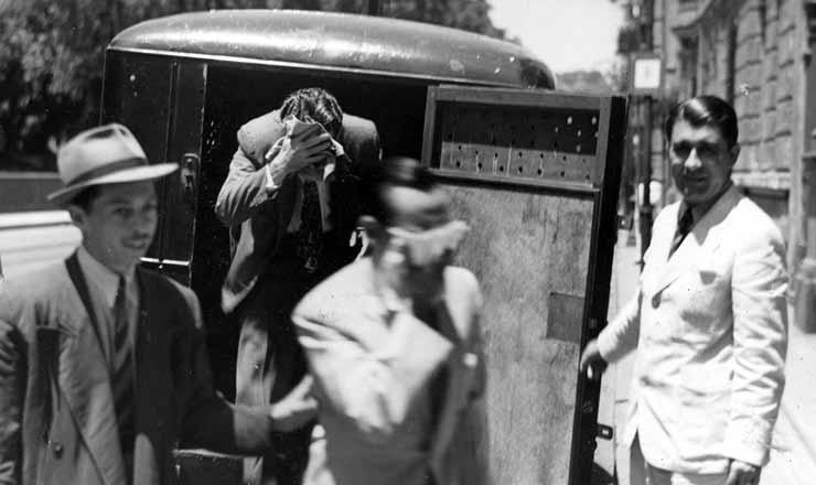 <strong> Alem&atilde;es acusados de espionagem s&atilde;o presos</strong> no Rio de Janeiro, mar&ccedil;o de 1943