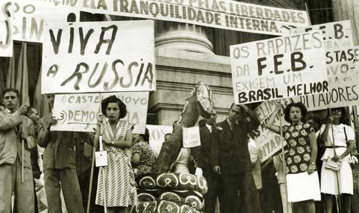 <strong> Manifesta&ccedil;&atilde;o promovida</strong> &nbsp;no Rio de Janeiro pela Liga de Defesa Nacional, em 23 de mar&ccedil;o de 1945