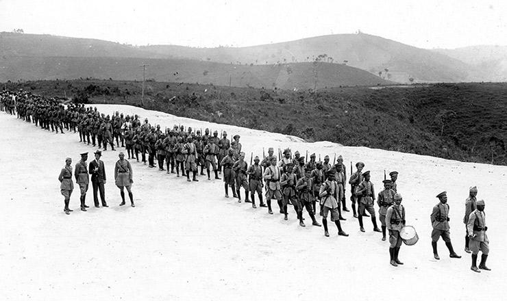 <strong> Tropa mineira na região de Barbacena</strong> <strong> aguarda</strong> ordem para enfrentar os paulistas
