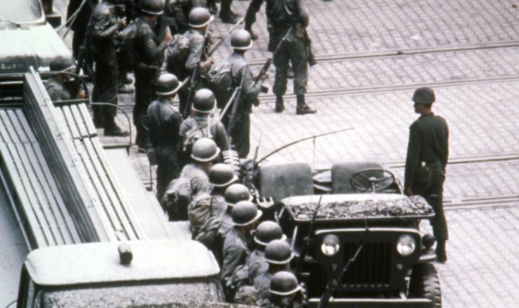 <strong> Ocupação militar na CSN, </strong> que terminaria com três operários mortos e nove gravemente feridos