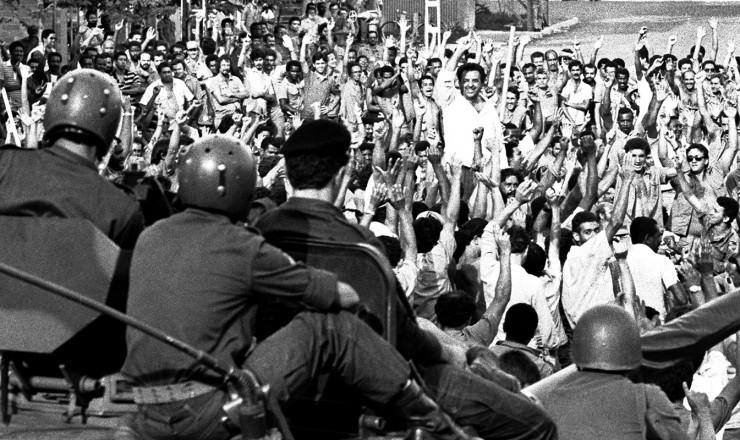 <strong> Grevistas desocupam a CSN</strong> um dia depois da intervenção militar, mas greve duraria mais duas semanas  <br />