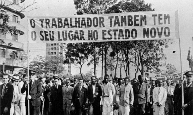 <strong> Manifesta&ccedil;&atilde;o</strong> <strong> trabalhista</strong> promovida pelo Departamento de Imprensa e Propaganda, Rio de Janeiro, 1940