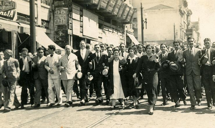 <strong> Em greve, funcion&aacute;rios dos Correios fazem </strong> passeata em&nbsp;S&atilde;o Paulo, dezembro de 1934  &nbsp;  &nbsp;