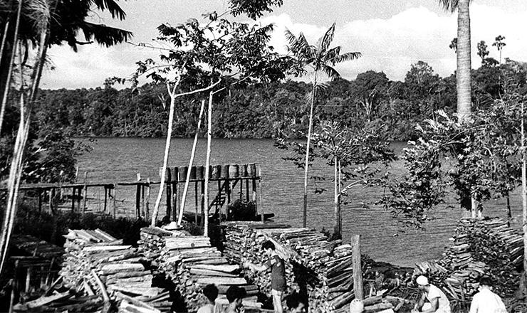 <strong> Porto de lenha </strong> no baixo Tocantins para navega&ccedil;&atilde;o fluvial a vapor  &nbsp;  &nbsp;