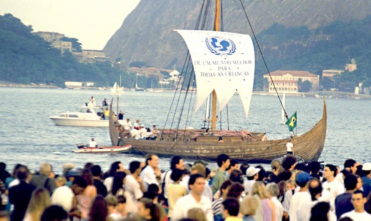 <strong> Chegada do navio Gaia, na praia do Flamengo, </strong> na abertura da Eco-92; embarcação saiu da Escandinávia com 10 mil mensagens escritas por crianças do mundo todo por um futuro melhor