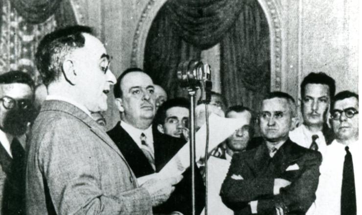 <strong> Getúlio Vargas</strong> anuncia pelo rádio o início da ditadura do Estado Novo