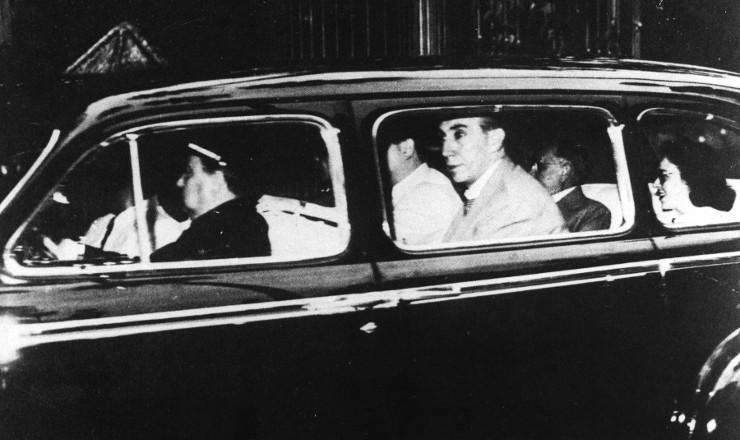 <strong> Deposto:Getúlio Vargas deixa</strong> o palácio do Catete, em 29 de outubro de 1945
