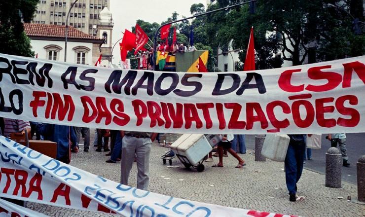 <strong> Protesto organizado pela CUT </strong> do lado de fora da Bolsa de Valores do Rio contra a privatização da CSN