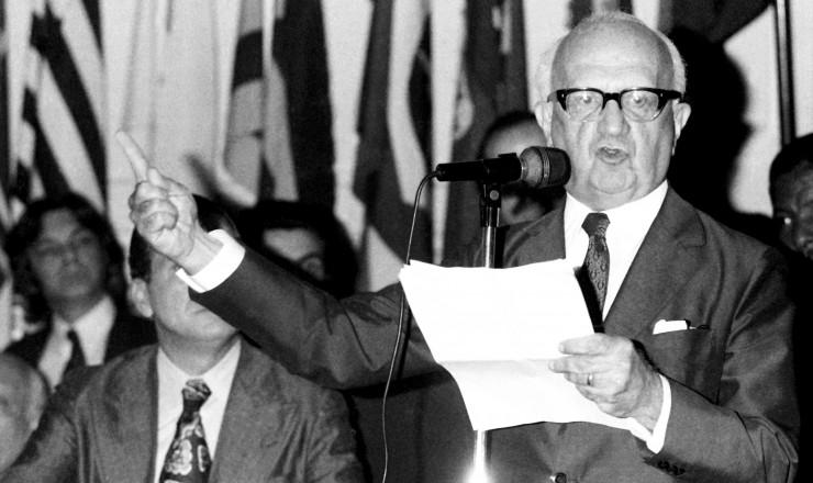<strong> Barbosa Lima Sobrinho, </strong> vice na chapa de Ulysses, fala aos convencionais do MDB
