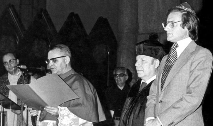 <strong> D. Paulo e o rabino Sobel </strong> (&agrave; dir.) durante a celebra&ccedil;&atilde;o do culto ecum&ecirc;nico em mem&oacute;ria de Vladimir Herzog