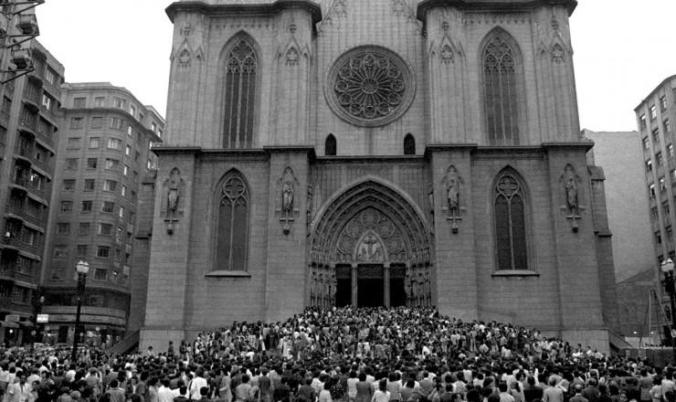 <strong> Entrada da Catedral da S&eacute;,</strong> em S&atilde;o Paulo, onde se realizou o culto ecum&ecirc;nico em mem&oacute;ria de Vladimir Herzog