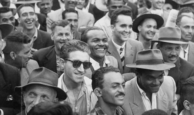 <strong> Trabalhadores reúnem-se </strong> na praça Franklin Roosevelt (região central de São Paulo) para acompanhar o discurso de vitória da Greve dos 400 mil
