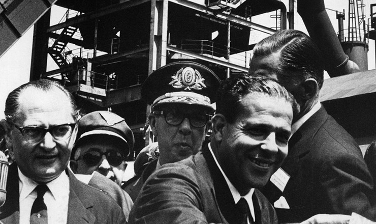 <strong> O presidente João Goulart participa </strong> da inauguração de alto-forno da Companhia Siderúrgica Mannesmann, em Belo Horizonte, abril de 1963