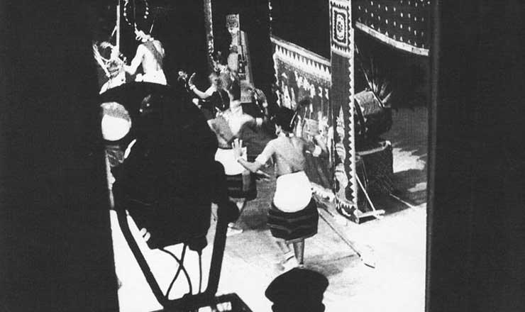 <strong> Cena de &quot;A Mais-Valia Vai Acabar, Seu Edgar&quot;, pe&ccedil;a de Vianinha, Chico de Assis e Estevam Martins&nbsp;</strong> encenada no Teatro de Arena da Faculdade Nacional de Arquitetura, no Rio de Janeiro, em 1960, com dire&ccedil;&atilde;o de Chico de Assis