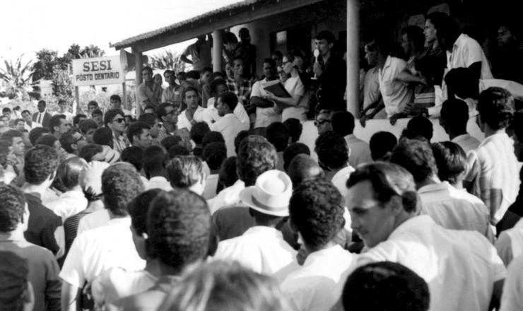<strong> Assembleia de grevistas</strong> na região industrial de Contagem, em Minas Gerais