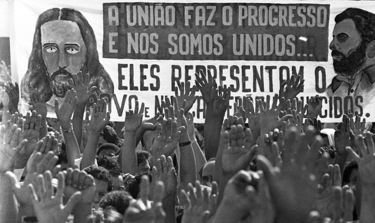 <strong> Grevistas&nbsp;votam</strong> na assembleia de 13 de maio no est&aacute;dio municipal de Vila Euclides, em S&atilde;o Bernardo do Campo