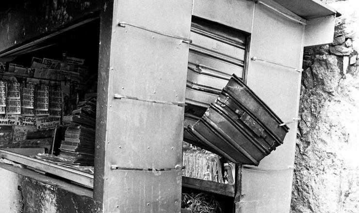 <strong> Banca de jornal destru&iacute;da</strong> em atentado a bomba no centro do Rio de Janeiro