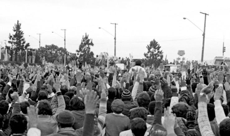 <strong> Assembleia de metal&uacute;rgicos</strong> durante a greve na Ford contra a demiss&atilde;o de 700 trabalhadores