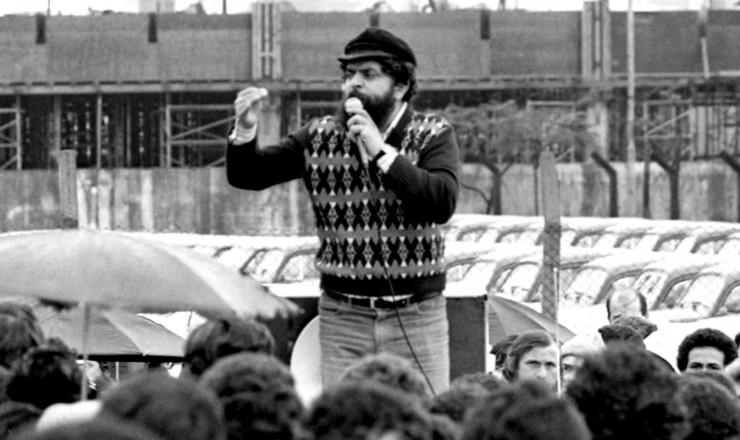 <strong> Lula discursa para metal&uacute;rgicos</strong> da Volkswagen tr&ecirc;s dias depois da demiss&atilde;o de mais de 5 mil trabalhadores na Mercedes-Benz