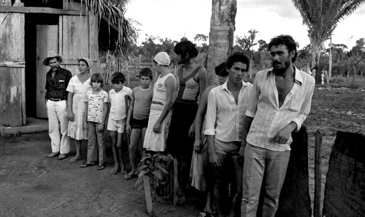 <strong> Fam&iacute;lia de posseiros</strong> que ocuparam a fazenda Santa Maria, em Xinguara, no Par&aacute;