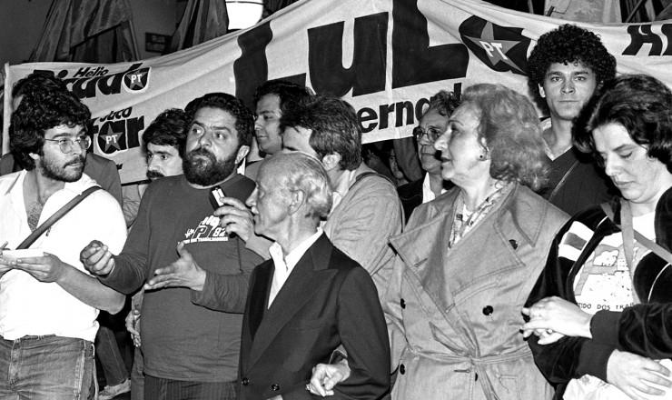 <strong> Lula em campanha em SP,</strong> com o candidato a vice-governador, Hélio Bicudo, e a atriz Lélia Abramo