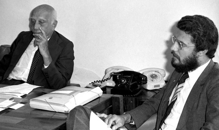 <strong> O deputado Dante de Oliveira</strong> (à dir.) conversa com o presidente do PMDB, Ulysses Guimarães