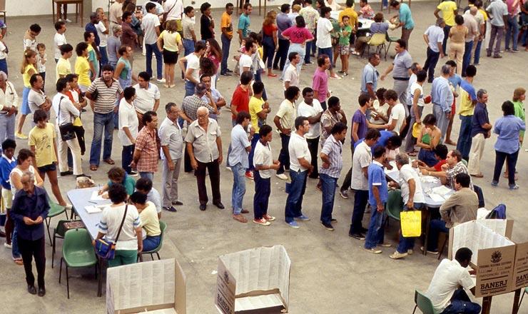 <strong> Eleitoresem filas</strong> para votar em sessão eleitoral do Estado do Rio de Janeiro  <br />