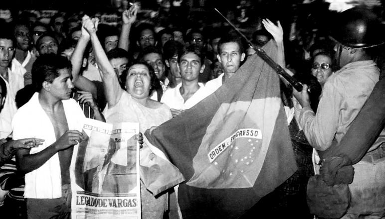 <strong> Manifesta&ccedil;&atilde;o contra o golpe </strong> na Cinel&acirc;ndia, no Rio de Janeiro, em 1&ordm; de abril de 1964       &nbsp;