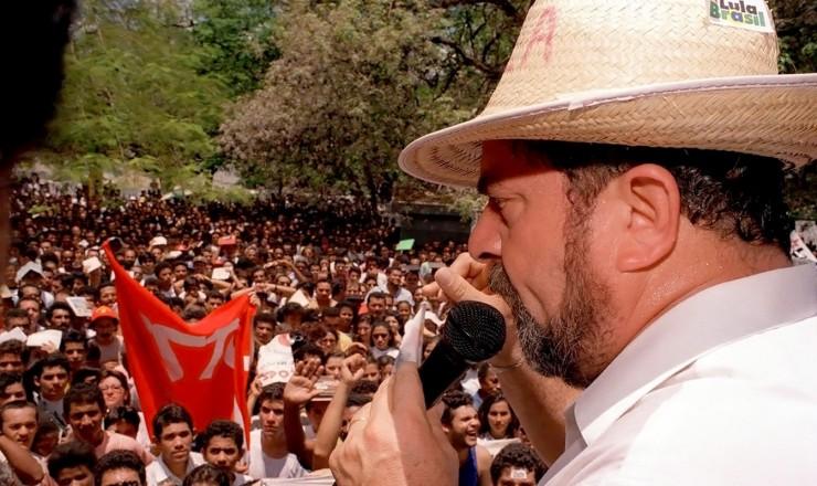 <strong> Em Teresina, no Piauí, </strong> Estado visitado na caravana iniciada em 19 de março de 1994 e que percorreu também o Ceará, a Paraíba e o Rio Grande do Norte