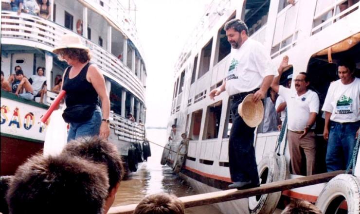 <strong> Lula desembarca </strong> para visita a mais uma parada das Caravanas da Cidadania