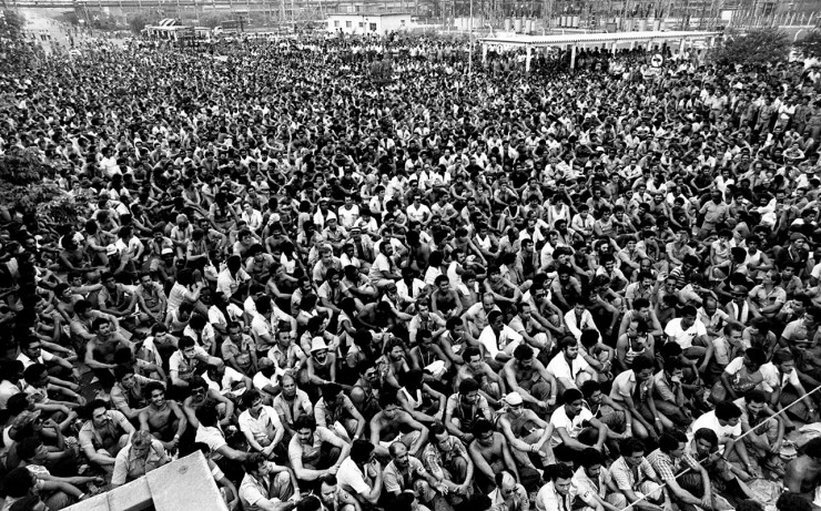 <strong> Trabalhadores da Cosipa</strong> durante greve e ocupa&ccedil;&atilde;o da sider&uacute;rgica