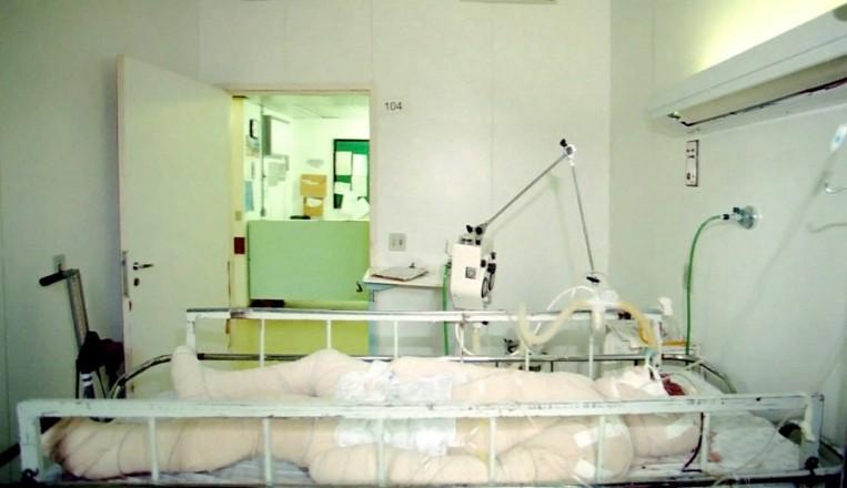 <strong> O índio Galdino Jesus dos Santos</strong> hospitalizado em Brasília; com 95% do corpo queimado, o pataxó morreu no dia seguinte
