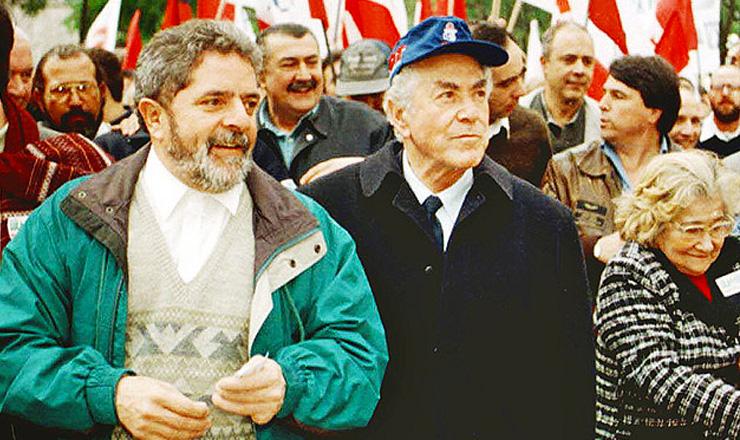 <strong> O petista Lula e o pedetista Brizola,</strong> candidatos a presidente e vice na mesma chapa, durante a campanha eleitoral