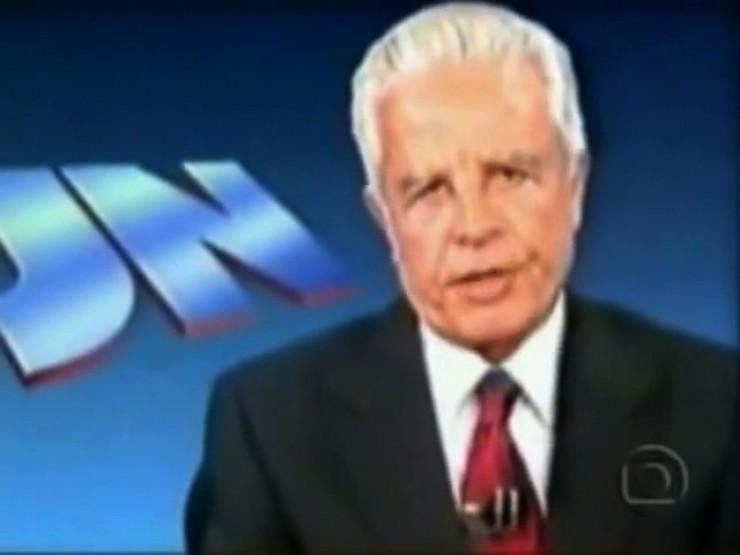 <strong> O apresentador Cid Moreira</strong> lê o texto de Leonel Brizola em cumprimento ao direito de resposta obrtido pelo governador do Rio de Janeiro junto à Justiça