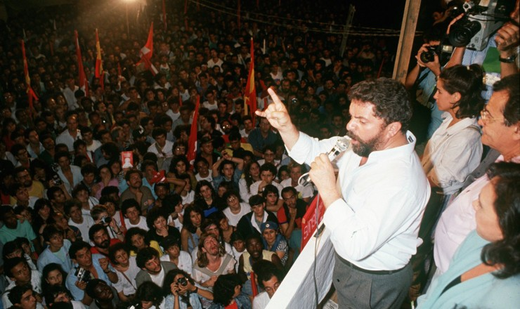<strong> Lula fala em comício</strong> da campanha eleitoral à Presidência da República em 1989