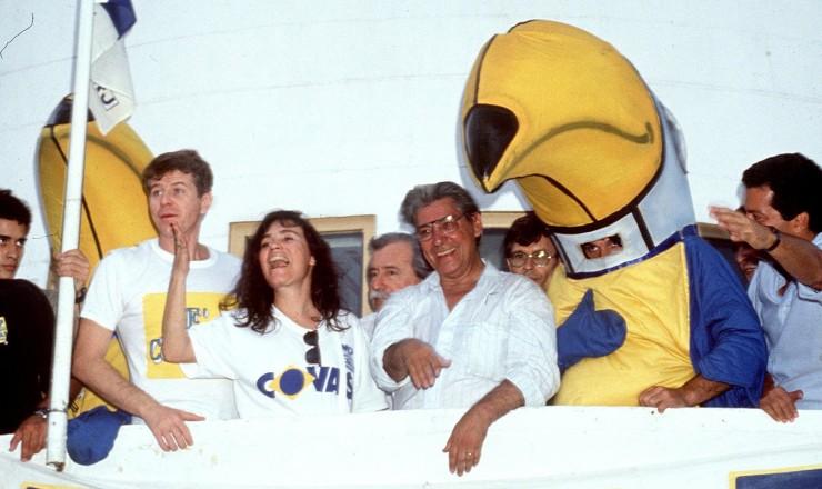 <strong> Mário Covas, do PSDB,</strong> em comício de sua campanha apoiada pelos atores Regina Duarte e Miguel Falabella