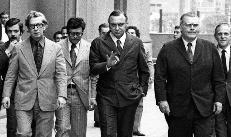 <strong> O delegado Fleury </strong> (ao centro), após audiência na 2&ordf; Vara do Tribunal do J&uacute;ri